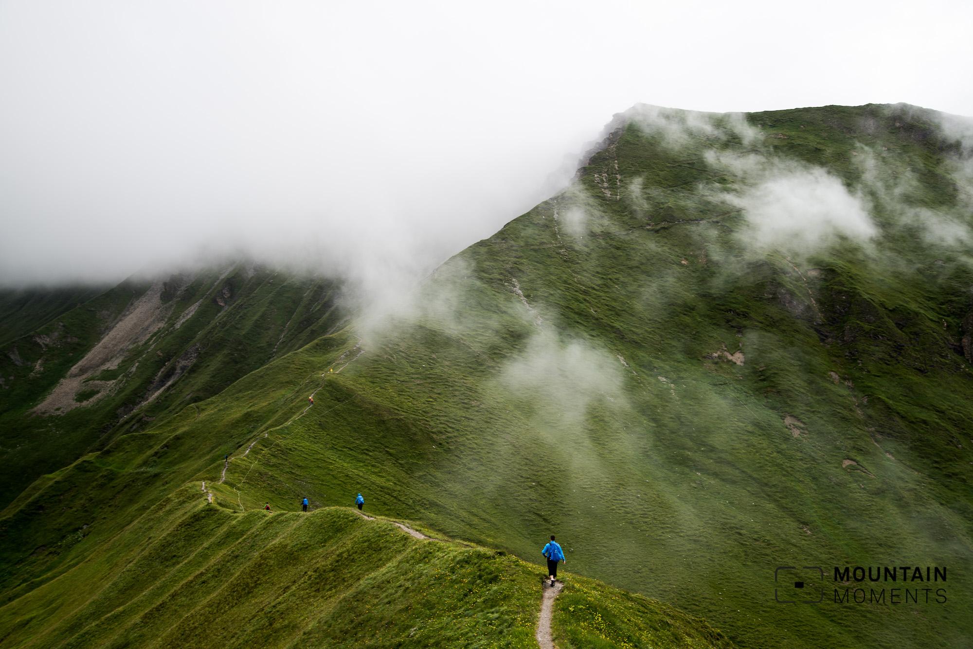 bergfotografie, berge fotografieren, hügel, grüne wiese, moody, fotografieren im regen, bergwandern, foto wandern, fotowandern, foto wanderung