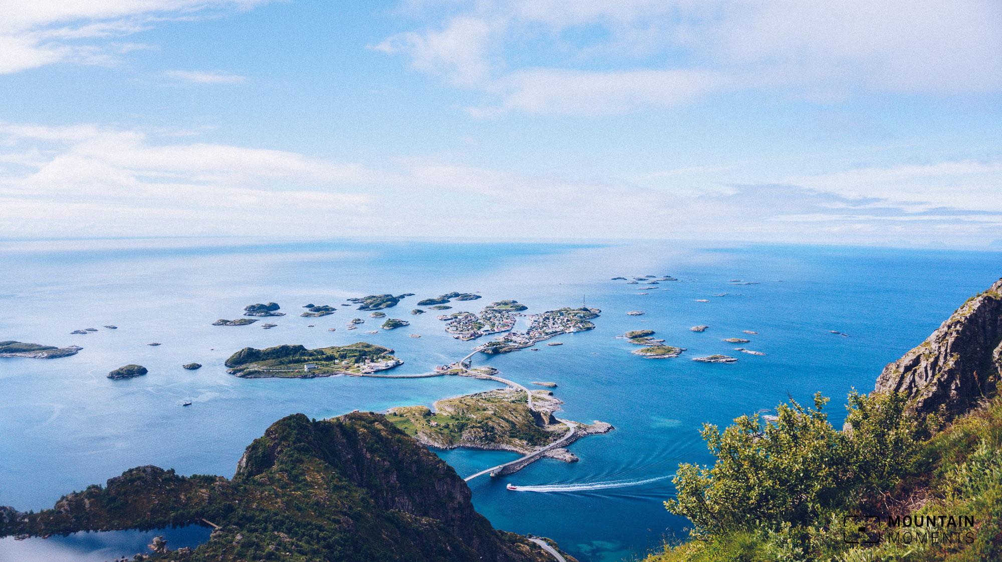 Lofoten: Ausblick auf Henningsvær vom Festagstind